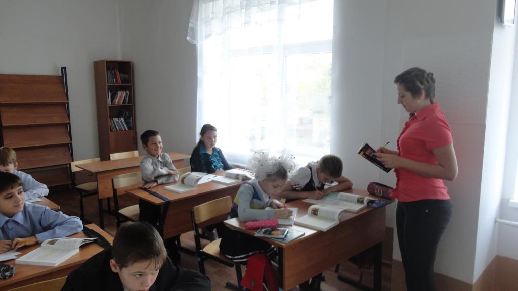 """Козлова Алиса - """"учитель истории"""" в 5 классе."""